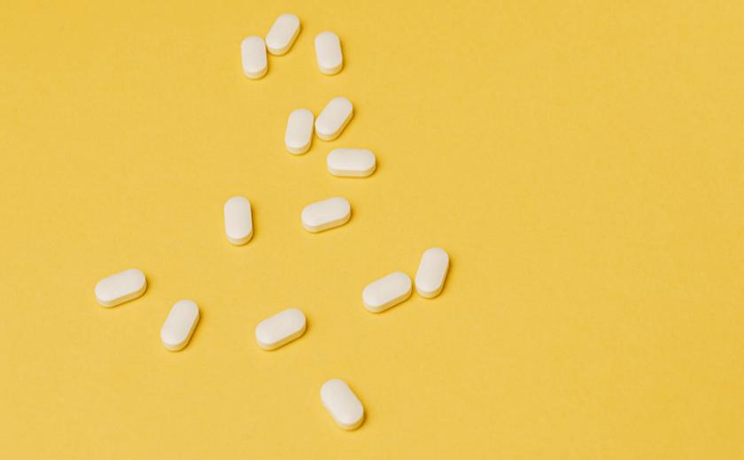 Pílulas no chão